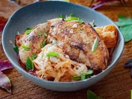Suprêmes de Poulet Fermier des Landes et tagliatelles sauce tomate mozzarella