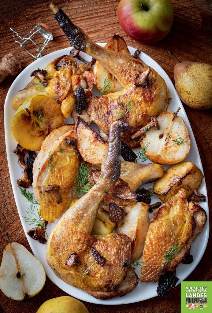 Pintade Fermière des Landes au cidre, pommes et poires rôties et petits champignons